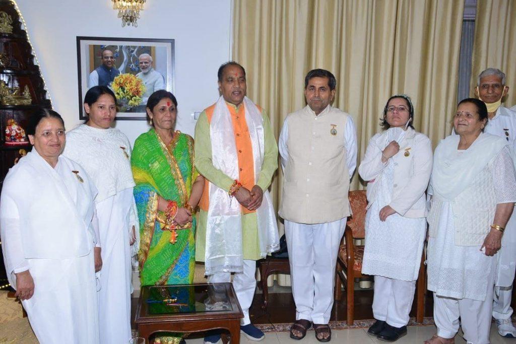 Shimla (HP) - ब्रह्माकुमारी सेवाकेंद्र शिमला द्वारा मुख्यमंत्री श्री जयराम ठाकुर को राखी बाँधी गयी- Brahma Kumaris Tied Rakhi to Chief Minister of HP